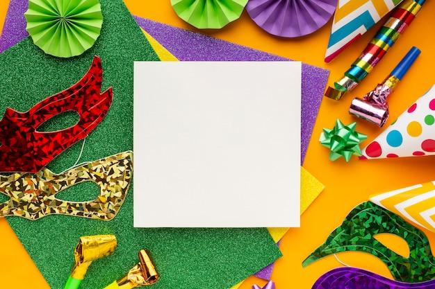 마스크로 둘러싸인 공간 카드 복사 프리미엄 사진