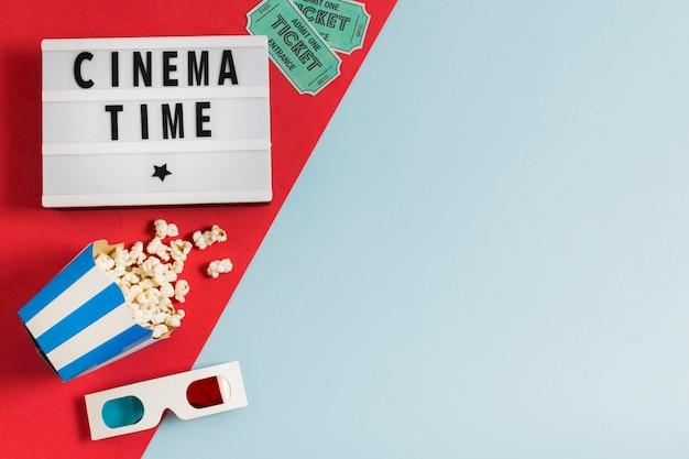 Copia spazio cinema occhiali con popcorn Foto Gratuite