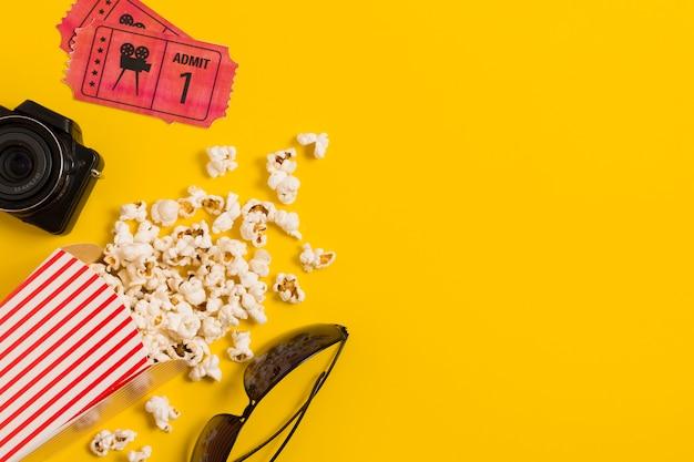 Copy-space билеты в кино и попкорн Бесплатные Фотографии
