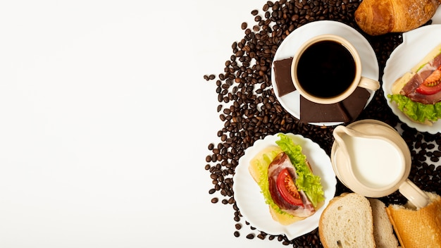 Copy space coffee and breakfast arrangement Free Photo