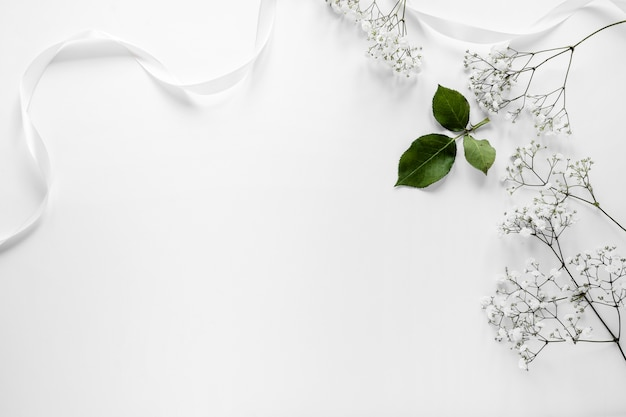 結婚式のためのコピースペースの花 Premium写真