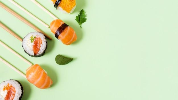 Copy-space свежие суши-роллы Бесплатные Фотографии