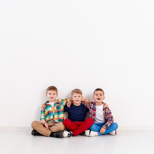 Copy-space group of boys on floor Free Photo