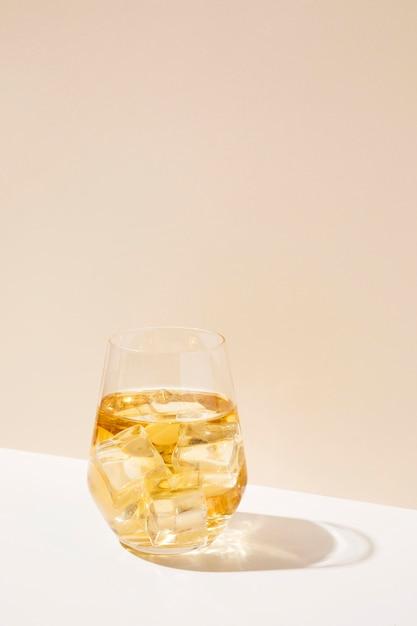 Bevanda aromatica di frutta ghiacciata copia-spazio Foto Gratuite