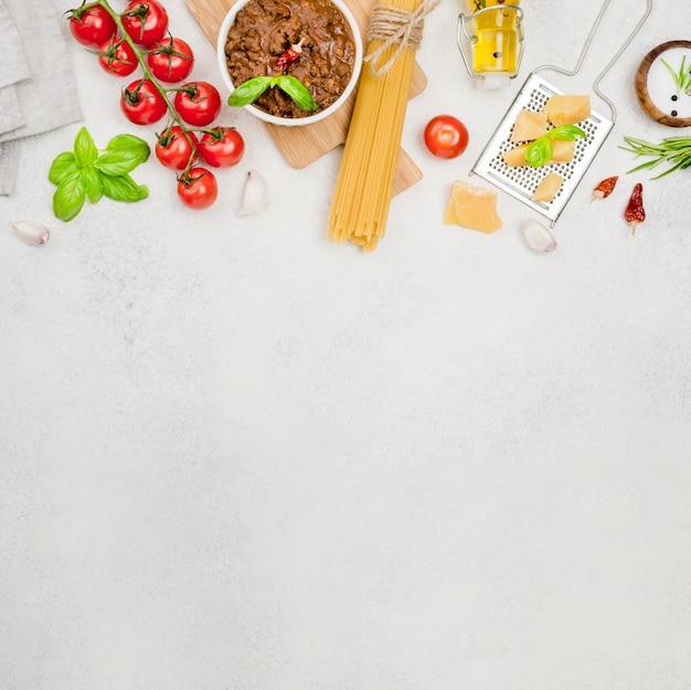 ボロネーゼスパゲッティのコピースペース材料 無料写真