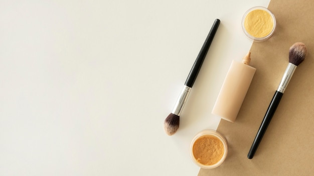 Copia-spazio trucco prodotti di bellezza Foto Gratuite