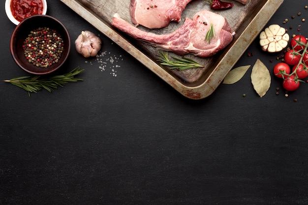 Копи-копченое мясо, приготовленное для приготовления в противне Бесплатные Фотографии