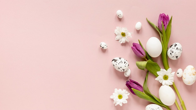 Copy-space painted eggs and flowers Free Photo