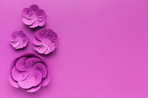 Copy-space фиолетовые бумажные цветы Premium Фотографии
