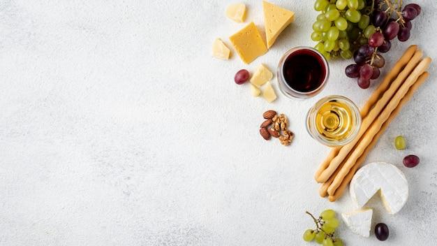 試飲用のコピースペースワインとチーズ Premium写真