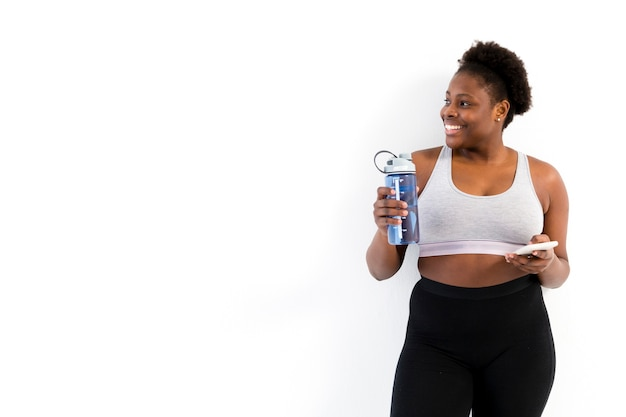 Copia-spazio donna idratante dopo l'allenamento Foto Gratuite