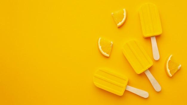 Copy-space желтое ароматизированное мороженое Бесплатные Фотографии
