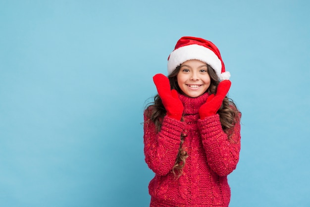 Copy-space смайлик в зимней одежде Бесплатные Фотографии