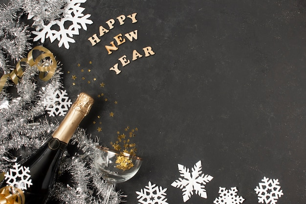 Copy-space новогодние украшения на столе Бесплатные Фотографии