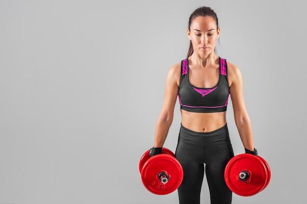 Copy-space женские упражнения с весами Бесплатные Фотографии