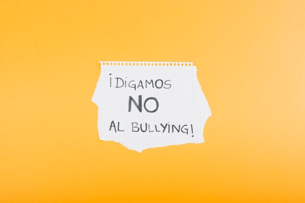 Copybook sheet with spanish slogan against bullying Free Photo