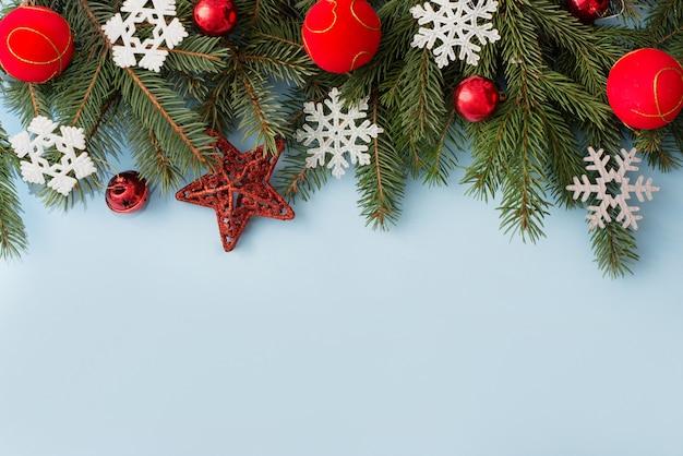青い木製、copycopyspaceのクリスマスの装飾 Premium写真