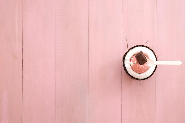 左のcopyspaceとアイスクリームの背景 無料写真