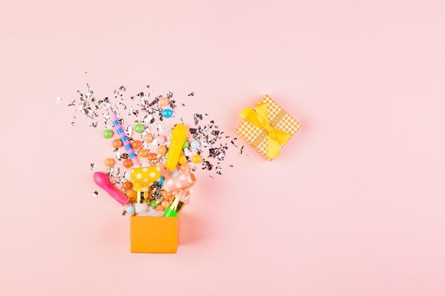 Copyspaceとフラットレイアウト誕生日組成 無料写真