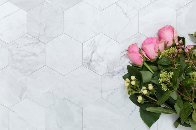 Copyspaceと花のフラットレイアウト 無料写真