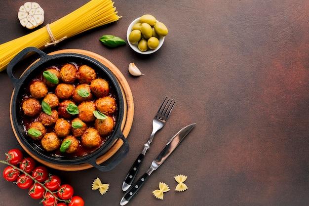 Плоская планировка итальянская пищевая композиция с copyspace Бесплатные Фотографии