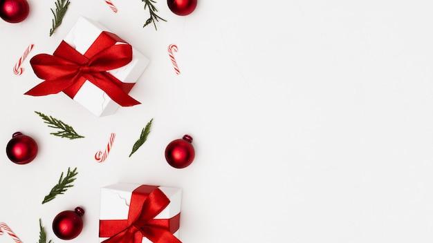 Copyspaceのクリスマス飾りで作られた背景 無料写真