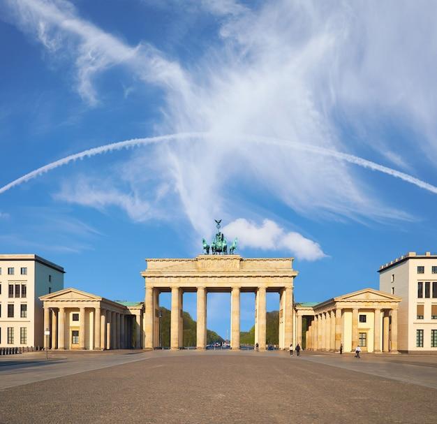 ドイツ、ベルリンのブランデンブルク門、テキストcopyspace Premium写真