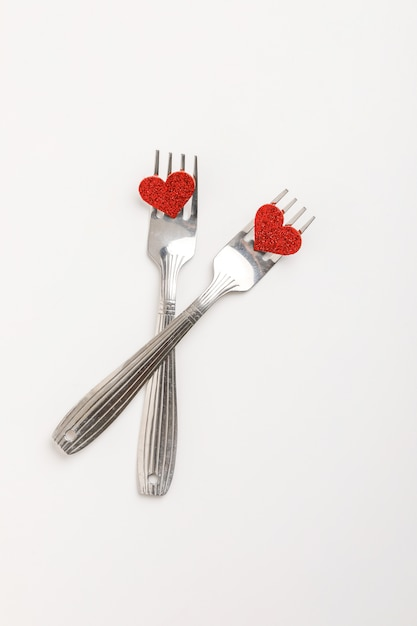 美しい赤いリボンとローズ、バレンタイン、記念日、母の日、誕生日の挨拶、copyspaceの概念のギフトボックス Premium写真