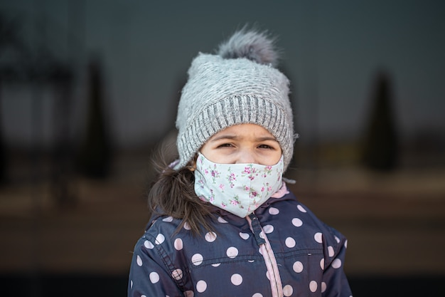 Coronavirus concept .a little girl wears a mask on her face during a virus epidemic Free Photo