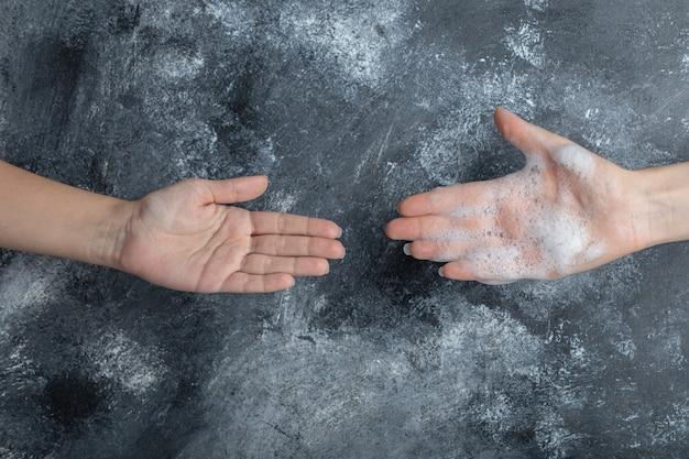 Coronavirus prevenzione pandemia con le mani lavate. Foto Gratuite