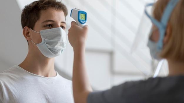 コロナウイルスのサンプル手順 Premium写真