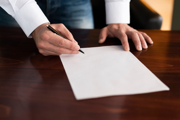 Corporate employee writing on blank paper Free Photo