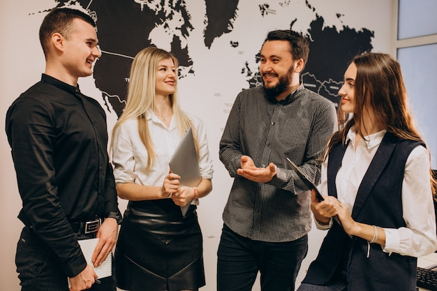 Corporate team workers at an it company Free Photo