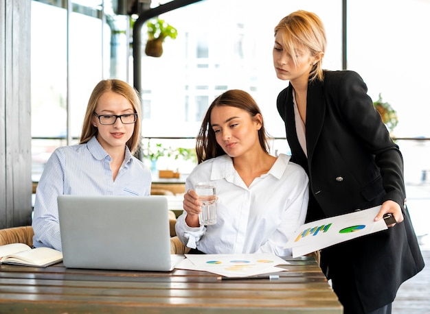 Corporate women working together Free Photo
