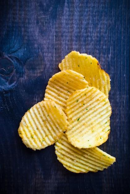 Corrugated potato chips Premium Photo