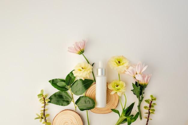 天然成分と花を配合した化粧品。 Premium写真