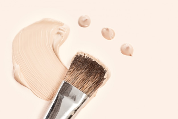 Cosmetic foundation cream and powder with brush Free Photo