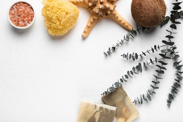 テーブルの上の化粧品のライフスタイル製品 無料写真