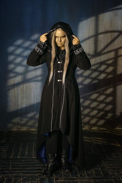 コスプレ修道女と魔術師、劇中のキャラクター Premium写真