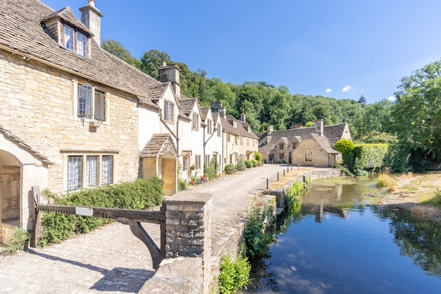 Cotswolds villages in england uk Premium Photo