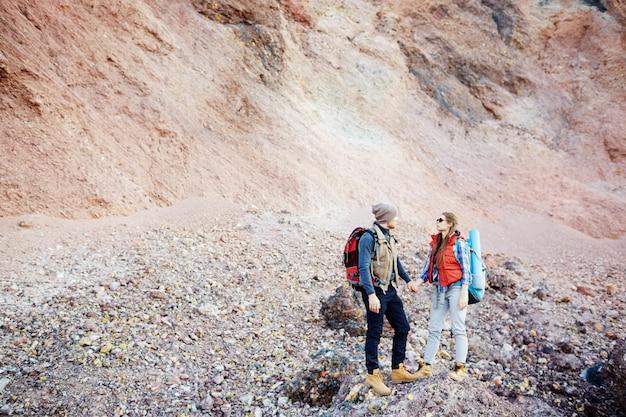 Couple against rocky mountain Free Photo