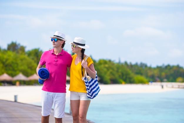 Couple on beach jetty at tropical island Premium Photo