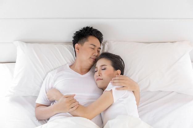 Couple in bed Premium Photo