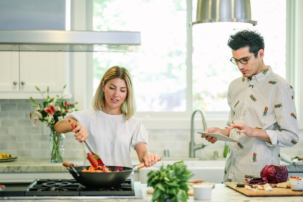 Couple cooking in the kitchen Premium Photo