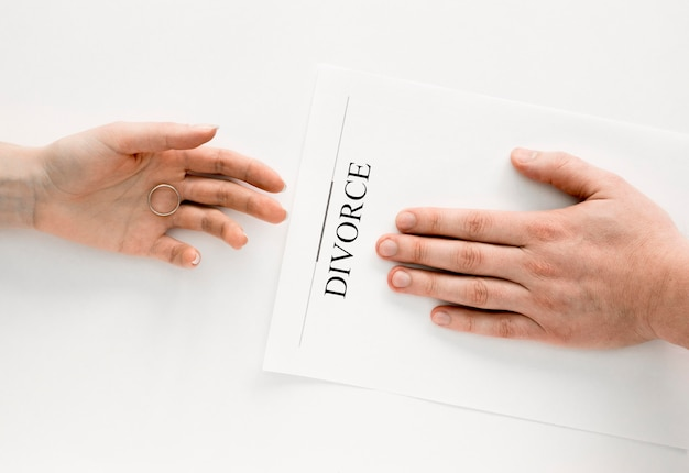 Couple divorcing agreement Free Photo