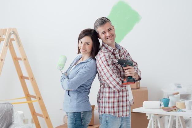 Couple doing home renovations Premium Photo