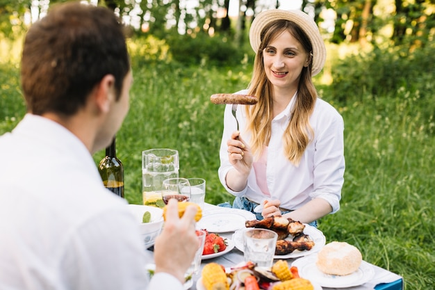 Couple doing a romantic picnic in nature Free Photo
