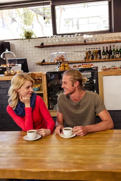 Couple drinking coffee Premium Photo