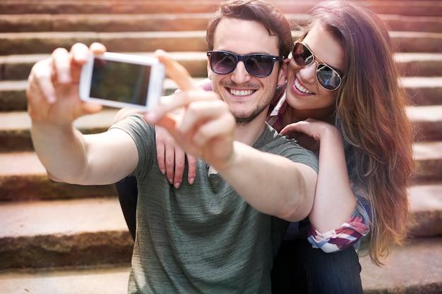 도시에서 즐기는 커플 무료 사진