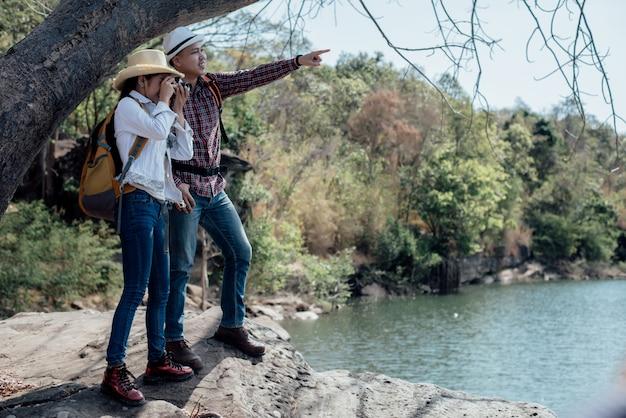 Семейная пара путешествует вместе Бесплатные Фотографии